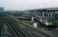 The old order at Washwood Heath yard, and prior to the Spine Road (A47) being squeezed in between it and the M6.....7D44 47518 Washwood Heath-Toton Bromford Bridge 07-02-1987 (the.chair) Tags: 7d44 47518 washwood heathtoton leaves yard bromford bridge feb 1987