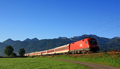 Tiefblau (Klaus Z.) Tags: eisenbahn kbs 951 weisham chiemgau chiemsee oberbayern br 1116 personenzug nachtzug öbb sommer 2012