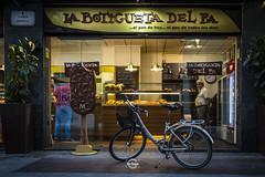 Bakery (Sr.Ivan) Tags: bicicleta bicycle streetphotography elche visitelche elx costablanca alicante spain españa urban urbanphotography panaderia bakery shop people lifestyle canon canoneosm50 eos m50 mirrorless 22mm 35mmphotography 35mm
