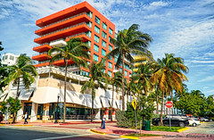 Miami Beach streets. (Aglez the city guy ☺) Tags: miamibeach building architecture walking walkingaround urbanexploration sobe outdoors coconuttree clouds exploration thebeach