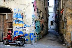 Dans le vieux Palerme, Sicile, Italie (claude lina) Tags: claudelina italie italia italy sicile sicilia sicily palerme palermo city town architecture