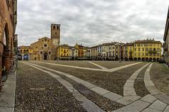 In piazza (forastico) Tags: d7100 forastico nikon lodi lombardia piazzadellavittoria piazza