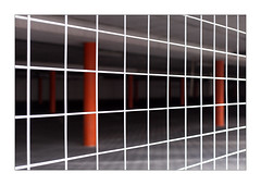the red pillars (Armin Fuchs) Tags: arminfuchs lavillelaplusdangereuse würzburg zellerau fence hff diagonal niftyfifty red white pillars