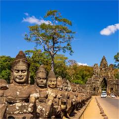 Brücke und Südtor zum Angkor Thom (Janos Kertesz) Tags: temple cambodia asia ancient stone religion sculpture tourism angkor khmer old face travel buddhism history angkorthom gate bridge