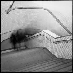 * (Konrad Winkler) Tags: berlin bahnhof treppe menschen fliesen karlshorst ilfordpanfplus hasselblad503cx langzeitbelichtung mittelformat 6x6 epsonv800