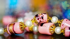BEADS - 7956 (✵ΨᗩSᗰIᘉᗴ HᗴᘉS✵90 000 000 THXS) Tags: smileonsaturday beads pearl color bokeh macro sony belgium europa aaa namuroise look photo friends be yasminehens interest eu fr party greatphotographers lanamuroise flickering challenge colorful ceramic