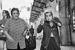 3 Frauen (rainerneumann831) Tags: bw blackwhite street streetscene ©rainerneumann urban monochrome candid city streetphotography blackandwhite frauen lisboa lissabon