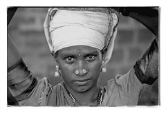 Odisha : working woman (foto_morgana) Tags: analogphotography analogefotografie photographieanalogue asia asie azië asianwoman blackwhitephotography canoneos1 earrings eyes face gezicht visage filmnoir head headshot india jewellery joaillerie sieraad kodakt400cn monochrome nikoncoolscan nosejewel noseplug odisha on1photoraw2020 portrait portret portraiture stare topazdenoiseai travelexperience vuescan zwartwitfotografie