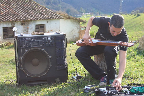Andrea de Luca 🎸#blues #rock #rocknroll #lapsteel 🎵 #casaleelettrico #2014 #marzo 🎥#elettritv💻📲 #webtv #jamsession #musicaoriginale #slide #canalemusicale 📺#webtvmusicaoriginale #musica #undergr