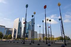 Les signaux de Takis - La Défense (Emmanuel Iriart) Tags: emmanueliriart ladéfense building architecture defense92