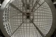 Ascenseur pour les plafonds (Emmanuel Iriart) Tags: emmanueliriart ladéfense building architecture defense92