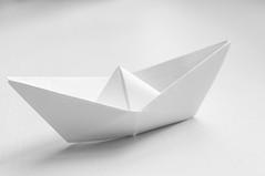 White. Blanco. (inma F) Tags: barco escritorio origami papel papiroflexia stilllife blanco white ship boat lookingcloseonfriday highkey clavealta