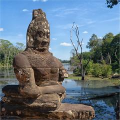 Brückenheiliger kambodschanisch (Janos Kertesz) Tags: temple cambodia asia ancient stone religion sculpture tourism angkor khmer old face travel buddhism history thom gate bridge