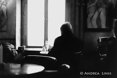 berlin ... (andrealinss) Tags: berlin bw blackandwhite berlinstreet berlinstreets schwarzweiss street streetphotography streetfotografie analog leicam6 leica film innenansicht insight andrealinss 35mm