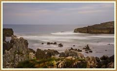 MI QUERIDA ESPAÑA Qué pasa cuando miras el mar. Que imán te atrae que no puedes dejar de mirarlo (<<<María>>>) Tags: españa mar óceano rocas agua cielo y mucha belleza asturias