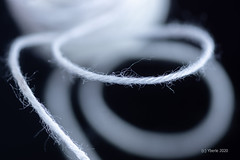 White Thread (Yberle.Foto) Tags: lookingcloseonfriday white thread 3d wool fussel wollfussel