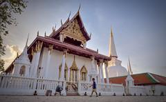 Wat Phra Mahathat Woramahawihan (toastal) Tags: buddhism nakhonsithammarat nakhonsrithammarat thailand watphramahathatworamahawihan chedi child evening jedi sunset temple wat