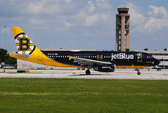 Bear Force One. JetBlue Boston Bruins. (Infinity & Beyond Photography: Kev Cook) Tags: bear force one jetblue boston bruins nhl hockey team themed plane airbus a320 sports logo fll fortlauderdaleairport aircraft airplane airliner photos atc tower