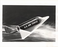 dynasoar_v_bw_o_n (1960 Boeing PR photo, no. 2B 4949-3[R2], USAF 164198 A.C. eq?) (apollo_4ever) Tags: boeingx20 wingleadingedge titanbooster boeing martincompany boeingcompany coldwar mannedspacecraft reentry militaryspacecraft usafspacecraft usaf reusablespacecraft spaceshuttle spacerace dynasoar x20dynasoar conceptart artist'sconcept artist'srendering artistconcept artistrendering glossyphoto blackandwhite