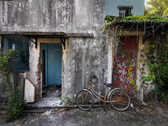 Ghost Bicycle (Feldore) Tags: hongkong mawan abandoned village ma wan bike bicycle feldore mchugh em1 huawei p30 pro derelict house colourful park island