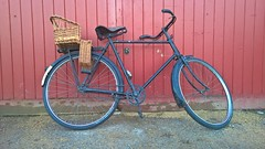 1935 Roadster. Witney Oxfordshire UK. (James Holme) Tags: 1935 witney cogges oxfordshire uk unitedkingdom situpandbegbike mobilephotography mobilephone projects
