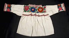 Puebla Mexico Blouse Nahua textiles (Teyacapan) Tags: flowers embroidery mexican textiles puebla ropa blouses blusas nahua naupan
