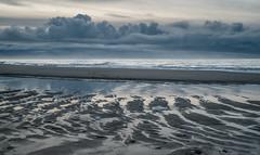 am Strand zwischen Westerland und Wenningstedt (andreas.zachmann) Tags: deu sand meer strand abend himmel wasser winter menschen reflektion wellen wolken nordsee westerland schleswigholstein deutschland