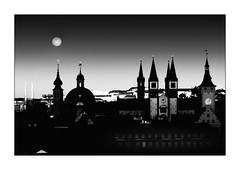 late sunlight and the rising moon (Armin Fuchs) Tags: arminfuchs lavillelaplusdangereuse würzburg sunset moonrise rathaus dom neumünster stjohannis