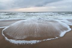 am Strand bei Westerland (andreas.zachmann) Tags: winter strand abend sand meer wasser himmel wolken nordsee deu abendhimmel wellen westerland abendstimmung abendlicht dünung deutschland schleswigholstein