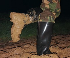 Squelch! (essex_mud_explorer) Tags: wellies wellingtons wellingtonboots welly wellington rubber rubberboots gumboots rainboots gummistiefel rubberlaarzen bottes caoutchouc nora dolomite dolomit noradolomit camotrousers camo camouflage trousers mud matsch schlamm boue muddyboots muddywaders welliesinmud bootsinmud