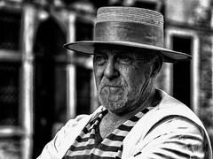 Venise - Gondolier. (Gilles Daligand) Tags: venise italie gondolier portrait noiretblanc bw monochrome