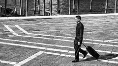 Venise - Jeune séminariste à la Salute. (Gilles Daligand) Tags: venise italie seminariste clergyman salute noiretblanc bw monochrome