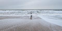 Buhnenreste bei Westerland (andreas.zachmann) Tags: deu sand meer strand himmel buhnen wasser winter nordsee dünung westerland schleswigholstein deutschland