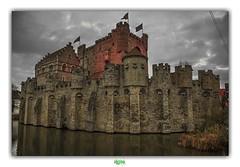GENT / HET GRAVENSTEEN (régisa) Tags: gent gand belgique belgië oostvlaanderen gravensteen château comtesdeflandre burcht vlaams waterburcht museum groavekastiel moyenâge châteaudescomtesdeflandre châteaufort ghent eastflanders medieval castle countsofflanders