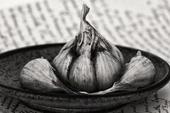 SBP_D750_5272 (StuNZ2) Tags: garlic blackwhite stilllife nikond750 sigma 105mmmacro stuartbraithwaite