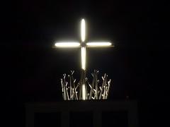 Lichtkreuz / Light cross (ursula.valtiner) Tags: gebäude building kirche church kirchturm churchtower kreuz cross lichtkreuz ternitz niederösterreich loweraustria austria autriche österreich