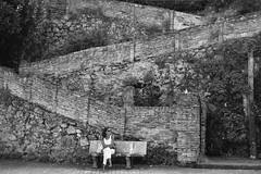 Viendo la vida pasar (Kasabox) Tags: people mujer humano blanco negro bn black white bw arquitectura architecture escaleras stairs bench desnivel town pueblo cantabria comillas