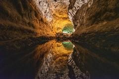 Eau minérale (Patrick Doreau) Tags: roche rock eau water grotte cave reflet reflexion couleurs colors lave lava volcanic volcan volcano lanzarote canaries hgank you