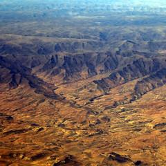 Kalahari (Robyn Hooz) Tags: sudafrica southafrica montagne mountains deserto desert dry airplane horizon orizzonte colors sabbia sand botswana kalahari
