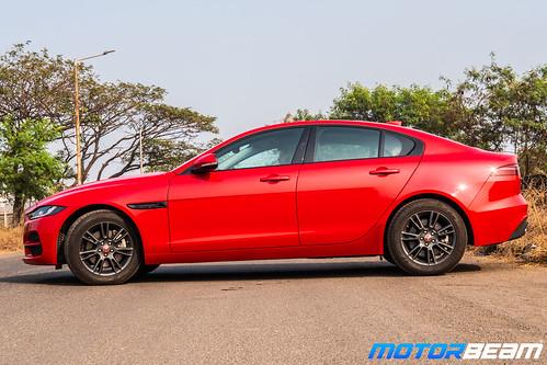 2020-Jaguar-XE-24