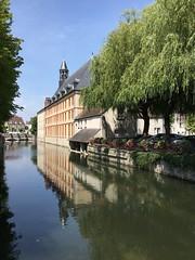 Quel est ce lieu??? Ancein hospice (XVIIe) aujourd'hui mairie de Nemours (77) (Yvette G.) Tags: nemours 77 seineetmarne îledefrance hospice mairie hôteldeville canal
