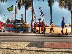 o Rio de Janeiro (lucia yunes) Tags: praiadecopacabana praia mar sol verão ferias riodejaneiro beleza calor calorescaldante beach sun summer sea seascape lifestyle urbanlife streetlife streetphotography streetscene luciayunes