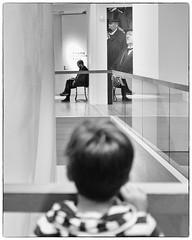 WATCHING (bhs-photo) Tags: bnw monochrome schwarzweis noiretblanc museum leica leicaq art watching