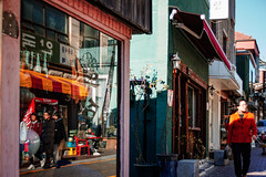1228/1717 (june1777) Tags: snap street alley seoul light bokeh sony nex3 konica hexanon ar 35mm f28 200 clear angukdong window art3