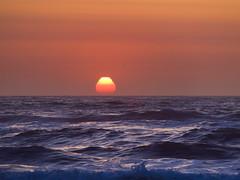 Atardecer... (Andres Bertens) Tags: 3098 olympusem10markii olympusomdem10markii olympusm40150mmf4056r olympusmzuikodigitaled40150mmf4056r olympusmzuikodigitaled40150mm rawtherapee sunset seascape