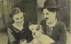 Charlie Chaplin and Edna Purviance in A Dog's Life (1918) (Truus, Bob & Jan too!) Tags: charliechaplin chaplin ednapurviance firstnational amatller chocolate spanish usa hollywood 1910s american comedy comedian dog life adogslife marcaluna vintage collectorscard collectors vedette verzamelkaart cinema carte cartolina cine card celebrity film filmstar movies movie moviestar muet muto stummfilm star screen silent schauspieler darsteller actor acteur attore actress actrice attrice darstellerin