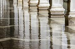 Venise (Corinne Queme) Tags: venise placesaintmarc reflet eau acqua alta