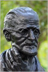 James Joyce (Jan Gee) Tags: bust standbeeld statue sculture hoofd head james joyce st stephens green park author schrijver writer artist novelist