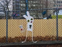 Ami and CessArt (svennevenn) Tags: gatekunst bergen streetart hekling crocheting ami cessart