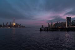 Atardecer sobre las orillas de un rio (ricardocarmonafdez) Tags: newyork newjersey hudson rio river cityscape sunset atardecer cielo sky purpuras purple arquitectura architecture nikon d850 ricardocarmonafdez ricardojcf paisaje riverscape orillas shores